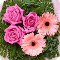 Комплимент из гербер и роз