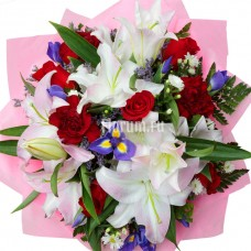 """Букет из лилий, роз, гвоздик, хризантем и ирисов """"Каприз"""""""