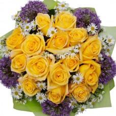"""Букет из 15 роз и сезонных цветов """"Джаконда"""""""