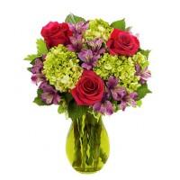 Букет гортензий и роз