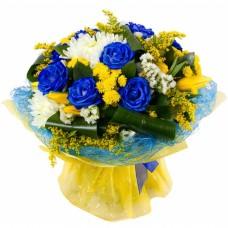 Смешанный букет с 9 синими розами, тюльпанами и хризантемами