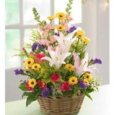 """Корзина из лилий, хризантем, гвоздик, статицы и сезонных цветов """"Солнечный Зайчик"""""""
