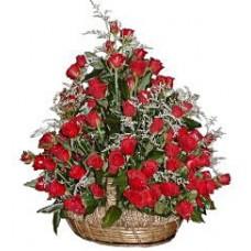 """Корзина из 51 красной розы """"Рубин Властелина"""""""