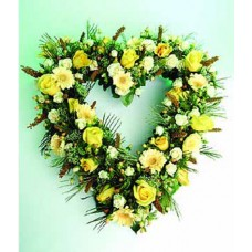 """Цветочное сердце из роз, гербер, альстромерий, гиперикумов и гипсофилы """"Знойное Сердце"""""""