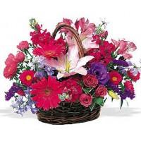 """Корзинка из лилий, гербер, хризантем, роз, альстрромерий и ирисов """"Эсмеральда"""""""
