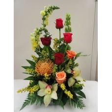 """Композиция роз и орхидей """"С праздником"""""""