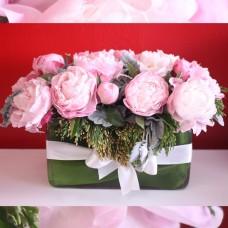 Композиция розовых пионов