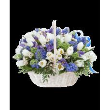 """Корзина тюльпанов с гиацинтами и ирисами """"Доброе утро"""""""