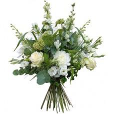 Букет из белых роз, эустом, альстромерий и хризантем