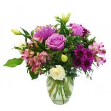 Букет из фиолетовых роз, альстромерий, хризантем и эустом