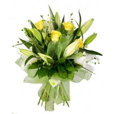 Букет из желтых роз и лилий
