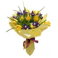 """Букет из желтых тюльпанов и ирисов """"Весенний вальс"""""""