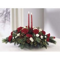 Новогодняя композиция из гвоздик, ели и хризантем + 2 Свечи