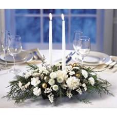 Новогодняя композиция из белых гвоздик, хвои + 2 свечи