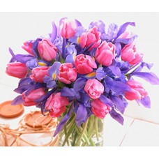"""Букет из тюльпанов и ирисов """"Розовое чудо"""""""
