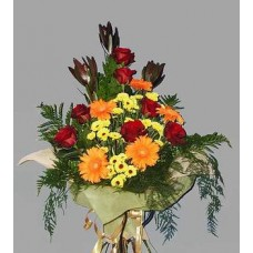 Мужской букет из роз, гербер и хризантем