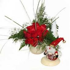 """Набор из букета цветов, статуэтки Деда Мороза и Шампанского """"Рождественская фантазия"""""""