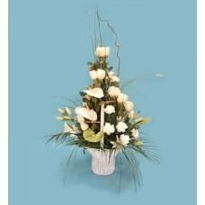 """Корзина из белых роз, гвоздик, лилий и антуриума """"Белый танец"""""""