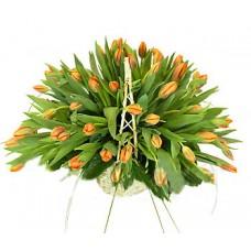 Корзина из 75 оранжевых тюльпанов