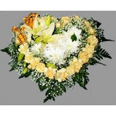 Валентинка из гвоздики, лилий и хризантем