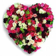 """Цветочное сердце из 75 разноцветных роз """"Любовь и страсть"""""""