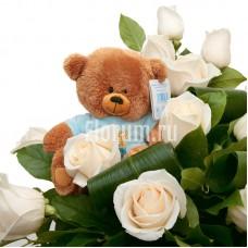 Подарочный набор из корзины с 15 розами и мягкого Мишки