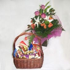 """Корзина со сладостями + Букет цветов """"Сладкий привет"""""""