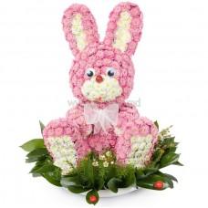 "Игрушка из цветов с хризантемами и сантини ""Зайчик"""