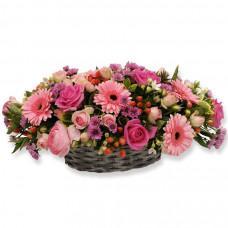 Корзина из роз, гербер, хризантем, эустом и хиперикумов