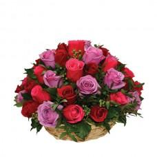 Корзина из 35 разноцветных роз