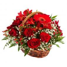 Подарочная корзина с розами и герберами