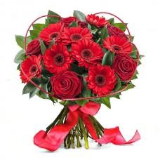 """Букет из красных роз и гербер """"Шарм"""""""