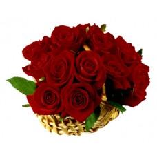 Корзина из 15 красных роз