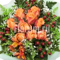 Персиковые розы с зеленью