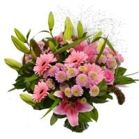 Букет из лилий, гербер и хризантем в розовых оттенках